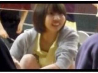 市民体育館で弾けるスポーツ女子のおまんkを接写で。トイレ覗き