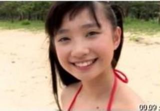 発育途中なRe**ちゃんと碧い海のビーチで。露出度の高い衣装で弾ける